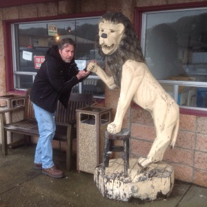 After winning his trust, the lion let me examine his paw.