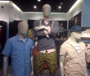 If I were a mannequin, I would totally hang out with these guys. Actually, I'd probably hang out with them after a few drinks.